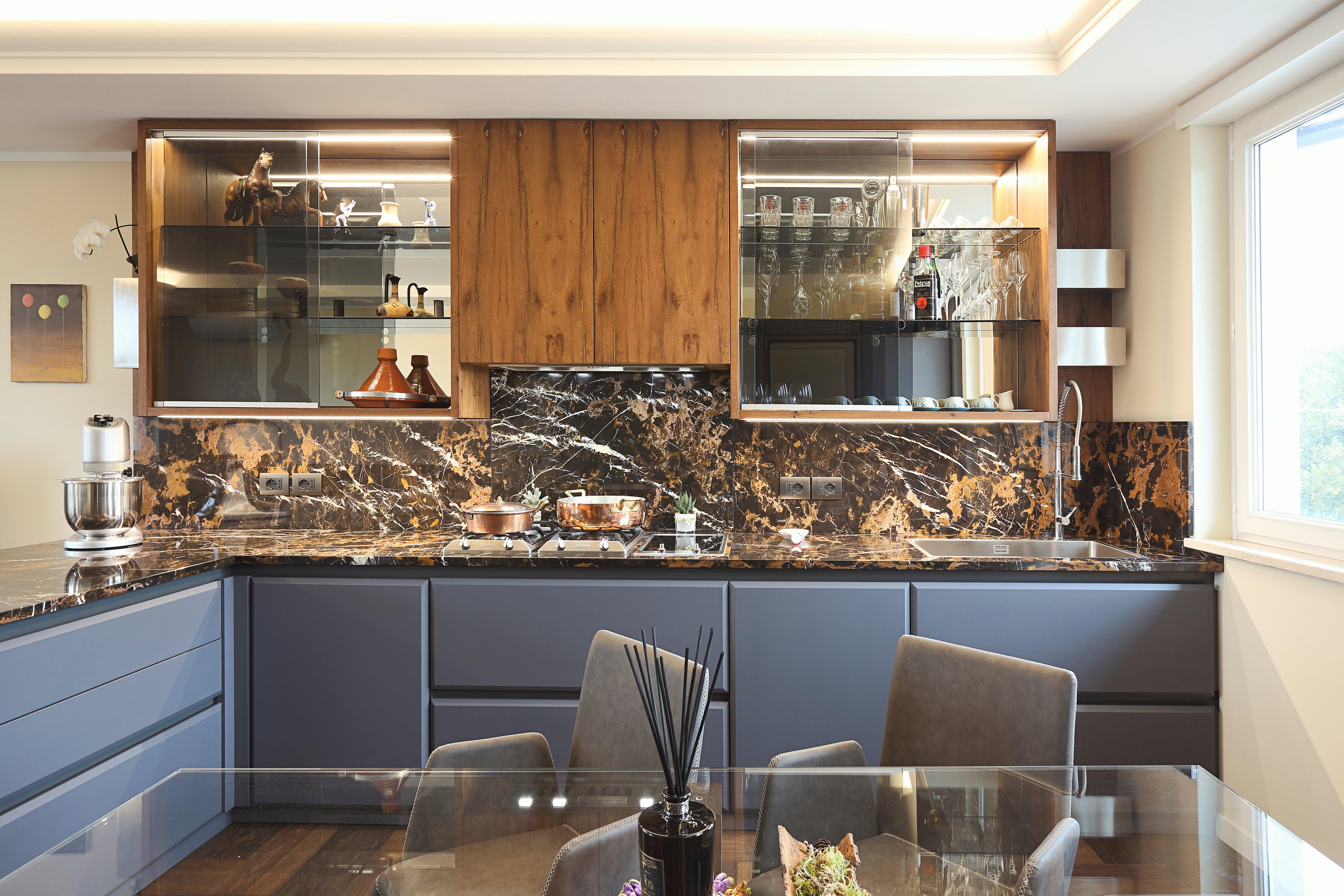Cucina in legno listellare laccato opaco goffrato